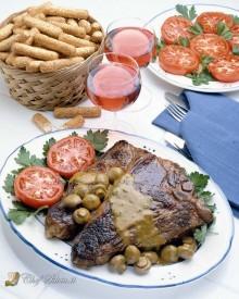 Bistecche di manzo con salsa ai funghi