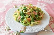 Tagliatelle al salmone con crema di spinaci