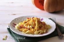 Tagliatelle alla crema di zucca, gorgonzola e speck
