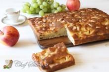 Torta di mele, uva e mandorle