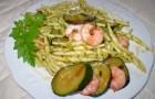 Trofie al pesto con gamberetti e zucchine