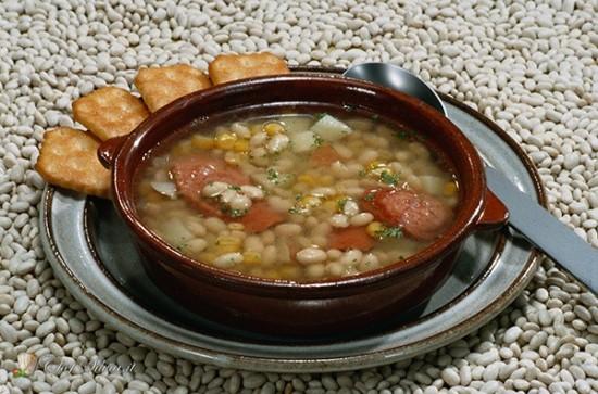 Zuppa di fagioli, zucca e salsiccia
