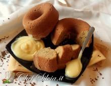 Ciambelline al caffè con crema alla vaniglia