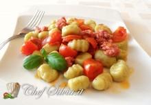 Gnocchi di ricotta e basilico con ragù di salsiccia