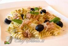 Pasta fredda al tonno e olive