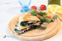 Piadina con spinaci e squacquerone