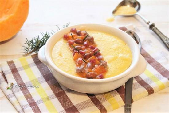 Polenta con ragù di salsiccia, zucca e fagioli
