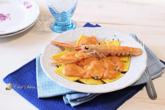 Ravioli di pesce con crema di scampi