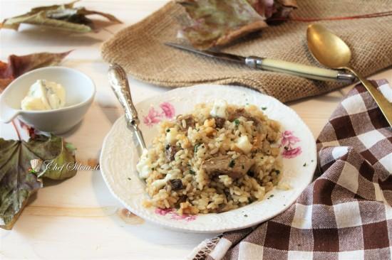 Risotto ai funghi, gorgonzola e noci