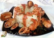 Savarin di riso con ragù di mare