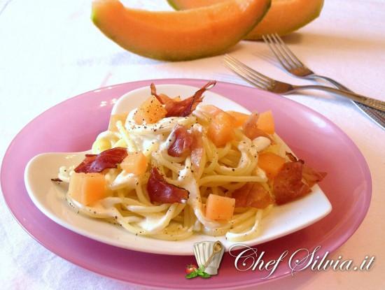 Spaghetti al melone e speck