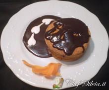 Tortine di carote con glassa al cioccolato