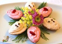 Uova di cioccolato ripiene di mousse alla frutta